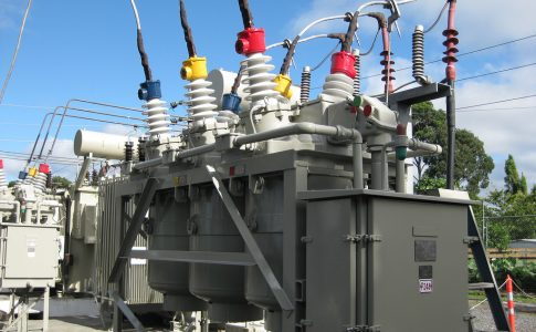Advantages & Disadvantages of Oil Circuit Breakers